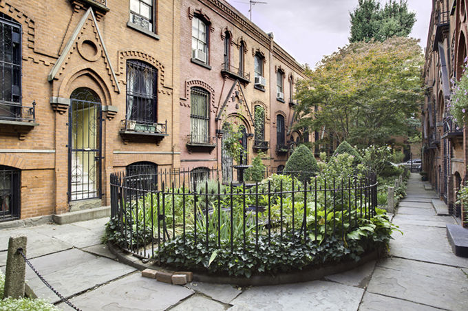 Warren Place Mews Cobble Hill Townhouse Photo 0 - BROOKLYNBRIDGE-1194