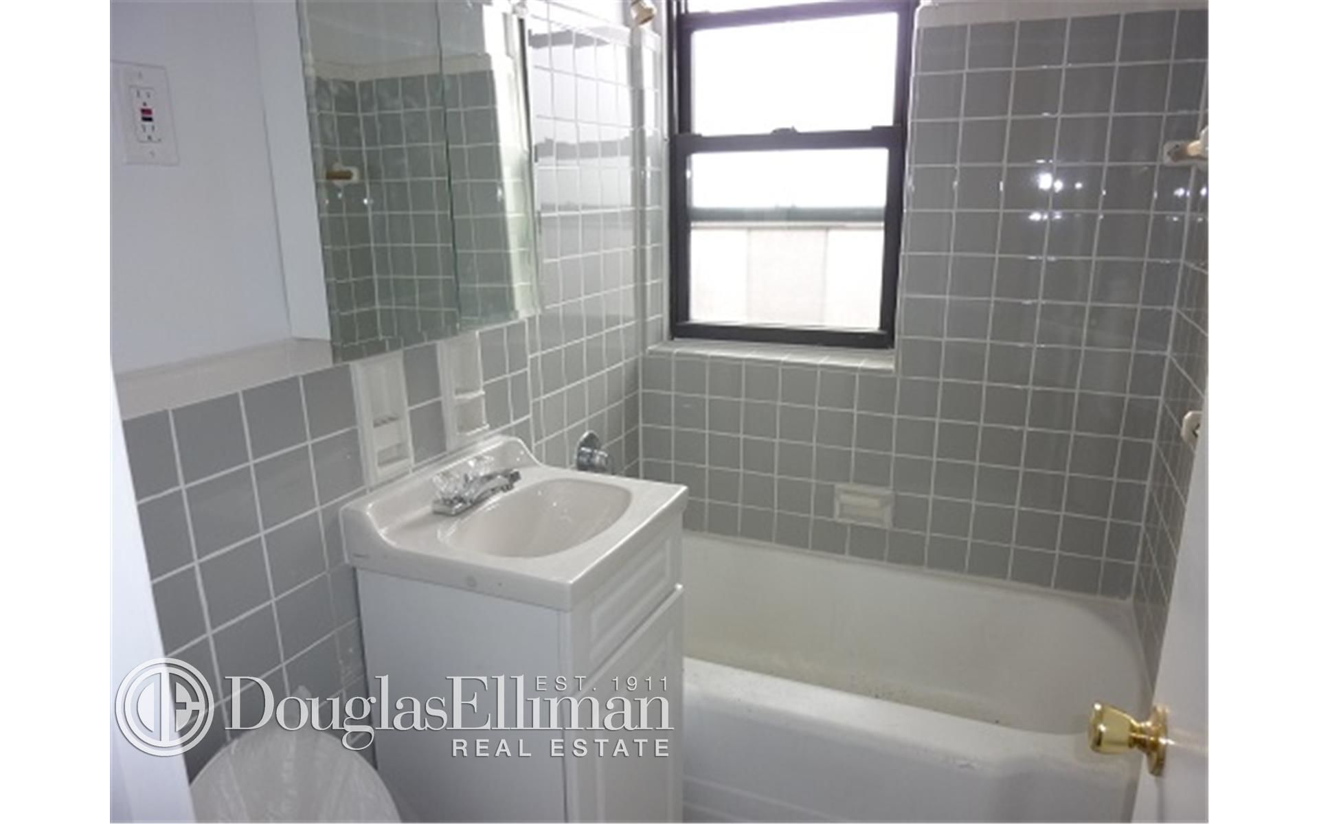 285 E 35th St, APT 7F Photo 3 - ELLIMAN-2322830