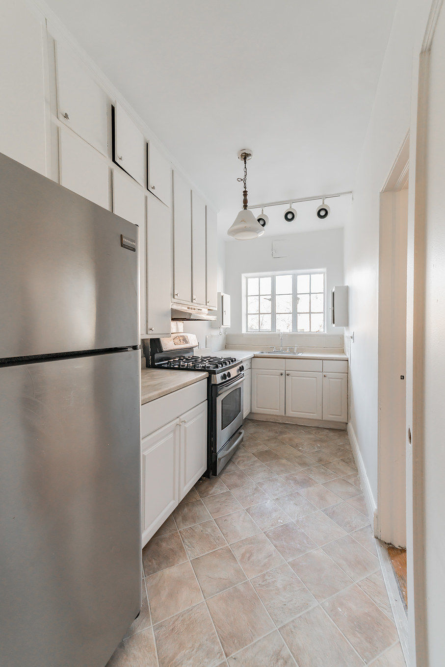 Big Bold Vacant 5 Unit Semi-Attached Limestone In Prime Crown Heights Photo 11 - BROWNSTONER-LISTING-97a538bd42ede9f4edc2fc244def62e3