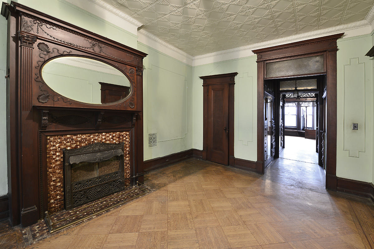 Rare And Stately Stuyvesant Heights Townhouse Photo 6 - BROWNSTONER-LISTING-af70c594004fcf408cbf37e26e74d38b
